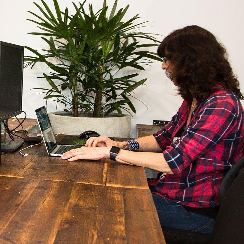 castlemaine-coworking-hot-desks-2a-square-800px